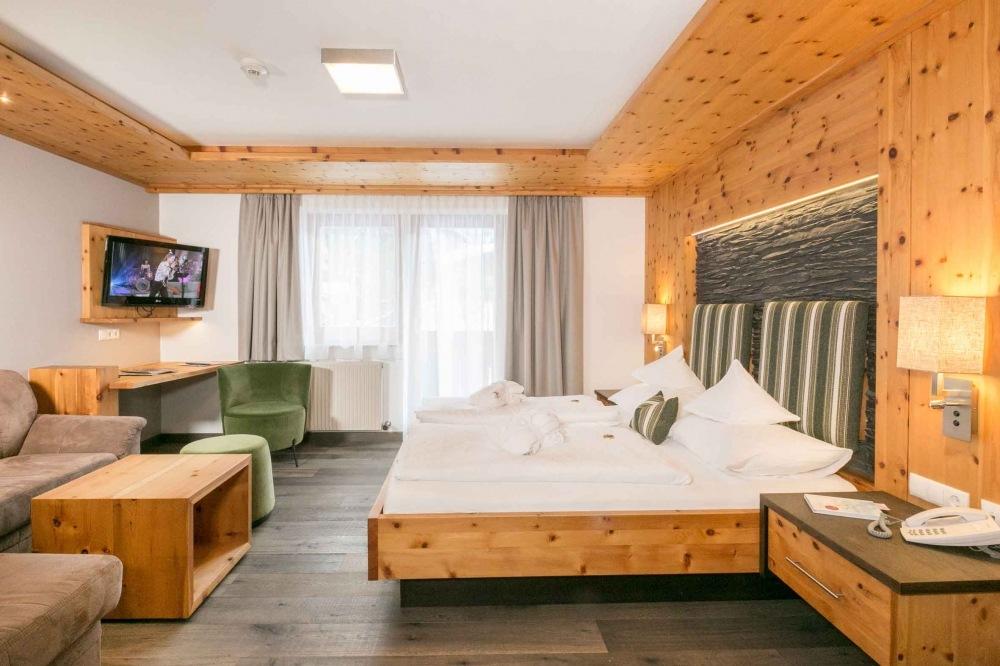 Doppelzimmer Zirbenstein mit Ostbalkon  gut schlafen mit
